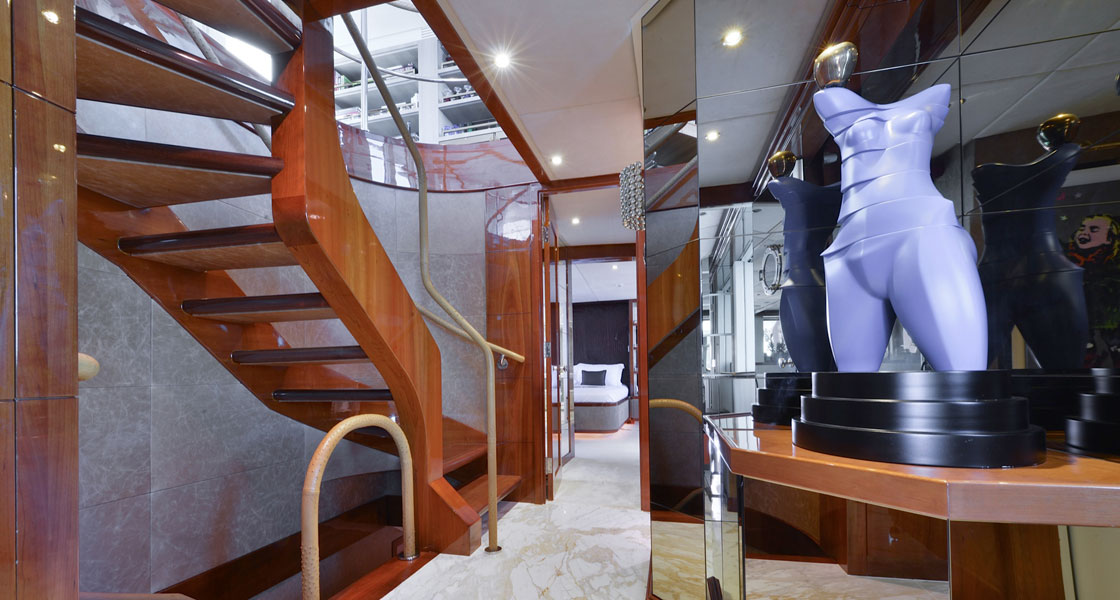 Nuhu Private Boat Hallway